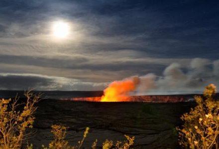 Séjour à Hawaii vision époustouflante du cratère volcanique en activité lors du circuit routedhawaii.com